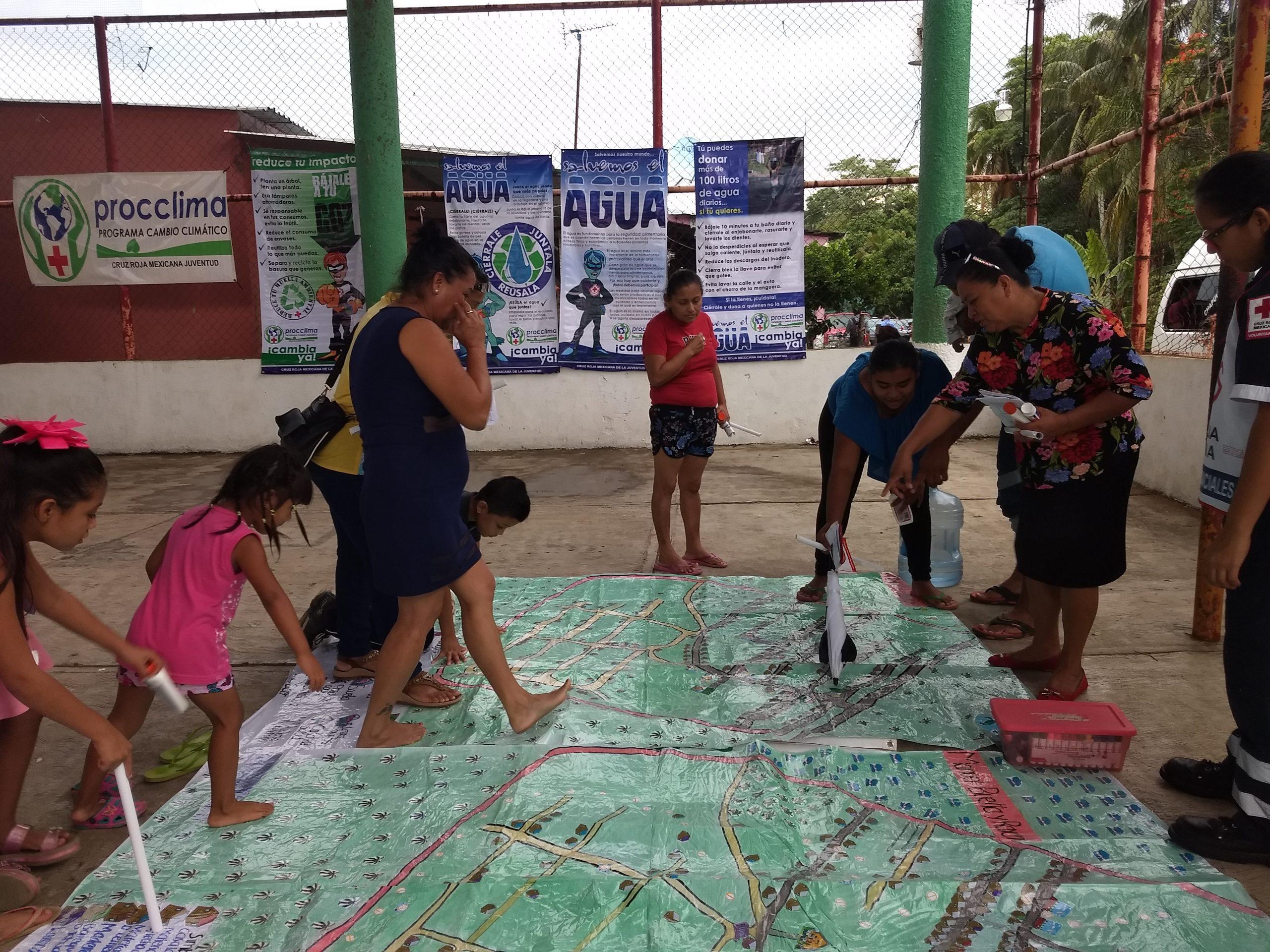 Community mapping in Mexico. Photo: Gustavo Sanchez, MRC.