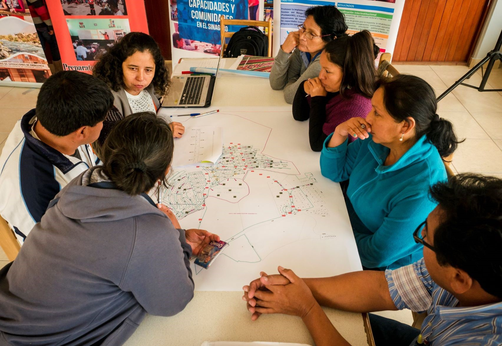 Brenda suggests identifying suitable timings as part of community mapping exercises such as this Participatory Capacity and Vulnerability Analysis session in Lima, Peru. Photo: Practical Action Peru.