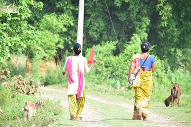 Volunteers disseminating early warning message during a drill using megaphone and coloured flags. Credit: Archana Gurung