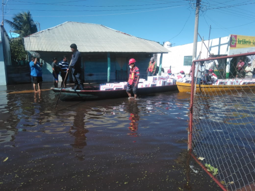 Community brigades and the Mexican Red Cross work closely together to support flood affected households in Monte Grande