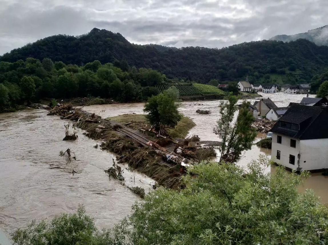Flooding in Altenahr, Rhineland-Palatinate, Germany. Photo: Martin Seifert. (Original uploader: CnndrBrbr at German Wikipedia, CC0, via Wikimedia Commons)