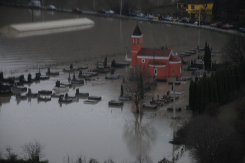 Flooded church and cemetery in Ponari in 2010. Credit: Municipality Golubovci