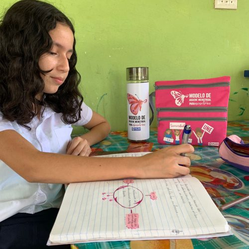 Adriana carrying out tasks in the menstrual hygiene training process. December 2020 @Plan International.